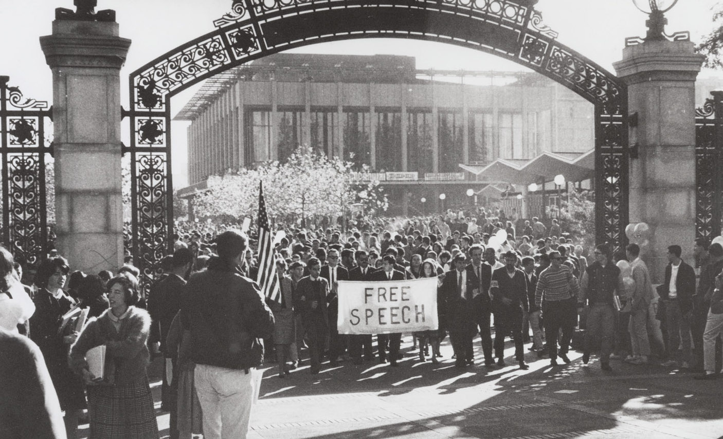UCB Free Speech Movement protesters at Sather Gate on Nov. 20, 1964. (Credit: UCB Library)